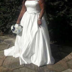 Dresses - Plus size Ivory wedding dress